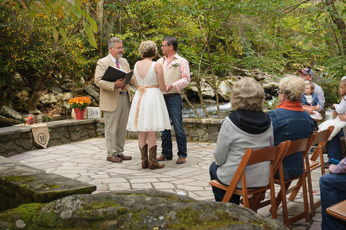 Wedding packages at the historic spence cabin on the little river