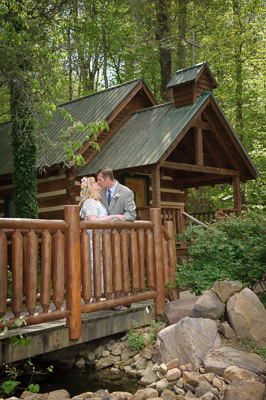 Simple Pigeon Forge elopement